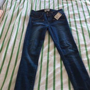 Paige 28 skinny jeans NWT